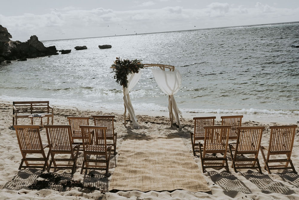Read more about the article South West WA Beach Wedding Inspo